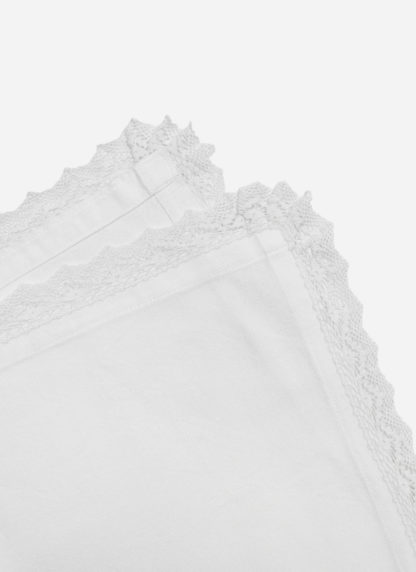 WHITE LACE RUNNER DETAILS