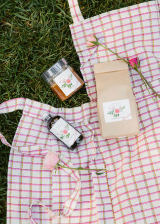 Sweet laurel cake kit with juniper pink apron